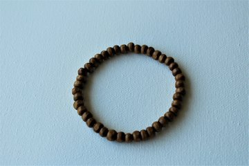 Bruine armband van echte houten kralen 6 mm.